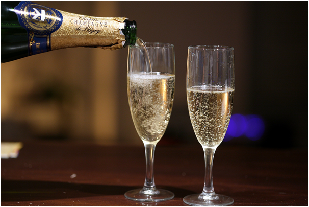 should-champagne-really-be-drunk-from-a-flute